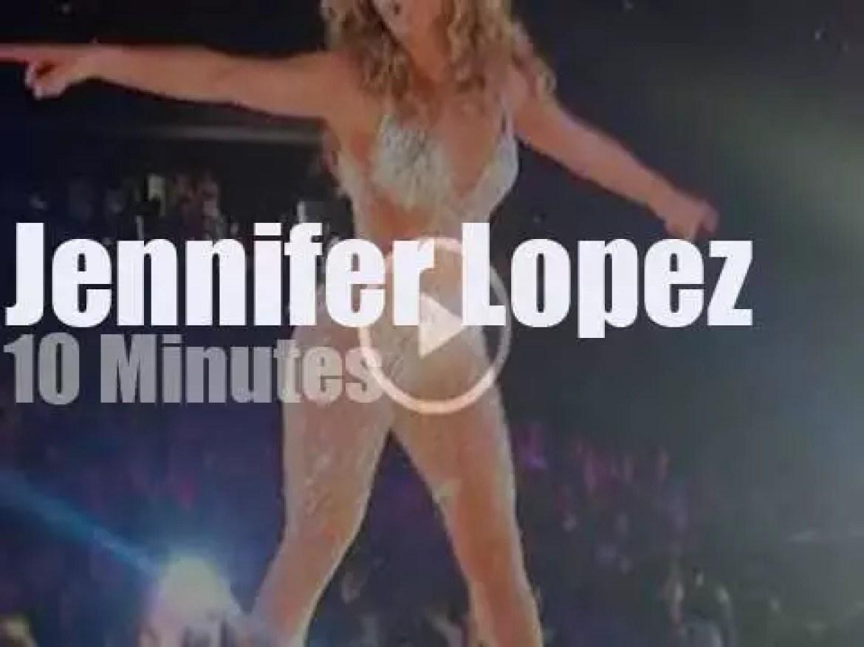 Jennifer Lopez 'serenade' in DC (2012)