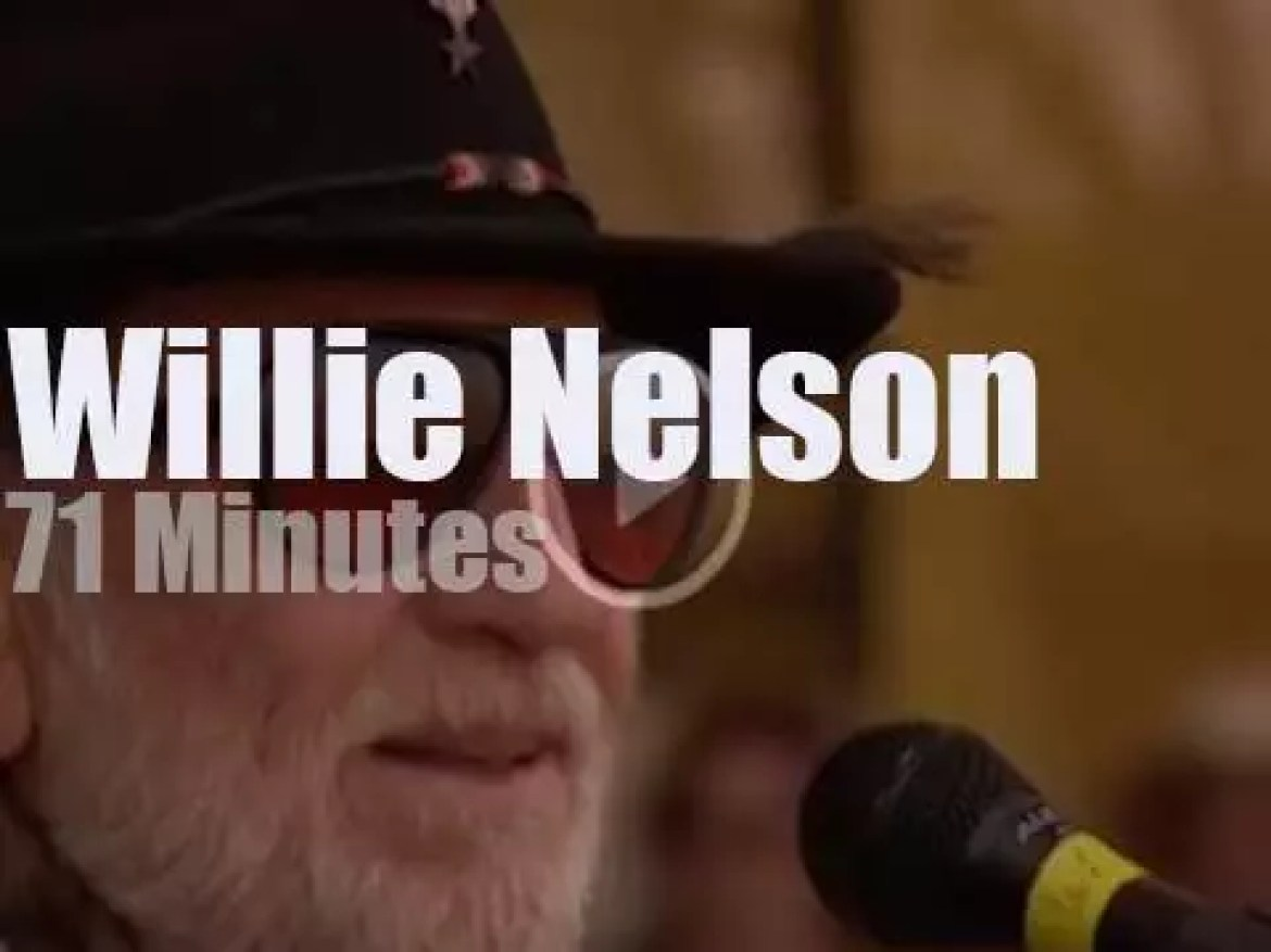 Willie Nelson sings at Woodstock '99 day 4 (1999)