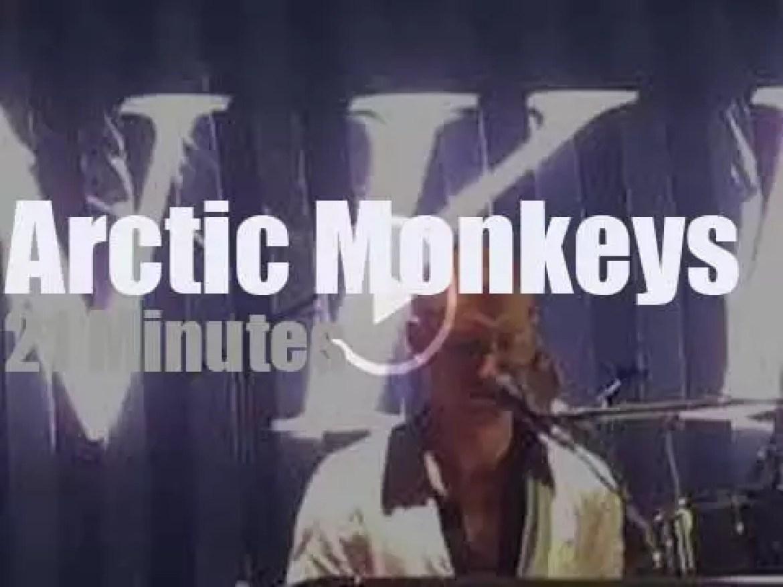 Arctic Monkeys play at a tennis stadium (2018)