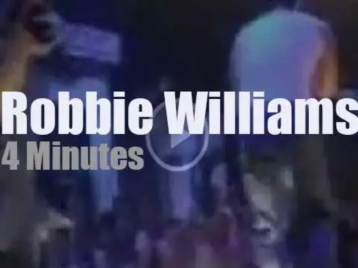 On British TV, Robbie Williams at 'Top Of The Pops' (2000)