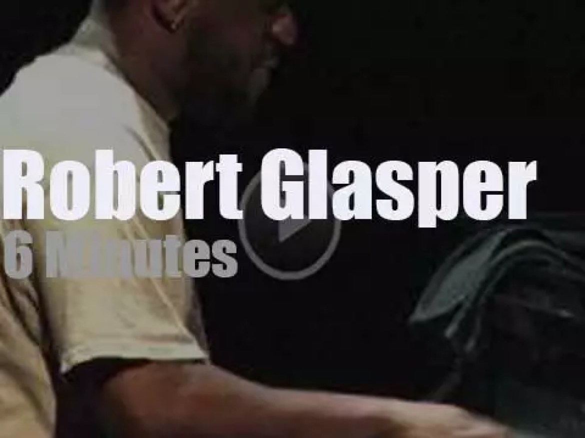 Robert Glasper takes his Trio to a Canadian festival (2012)