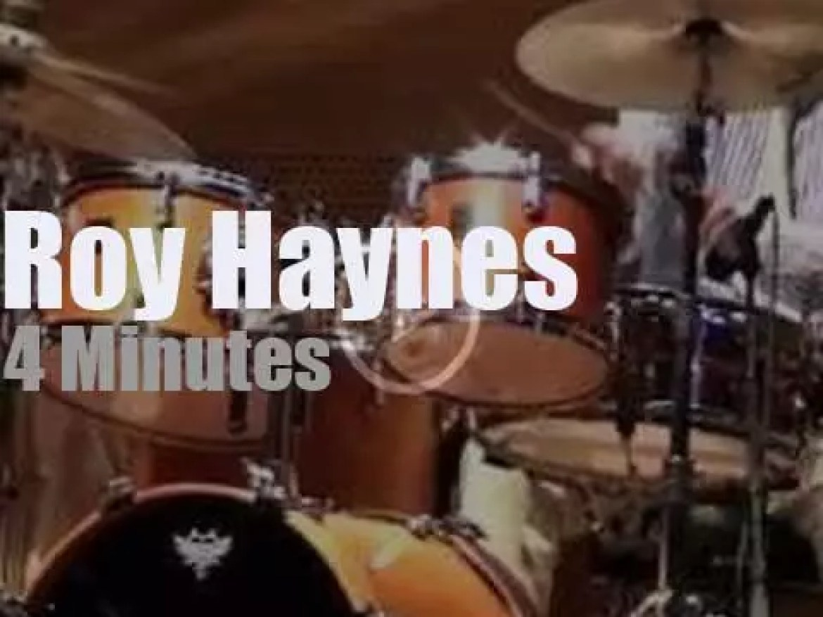 Roy Haynes soloes at  Chicago Jazz Festival (2012)