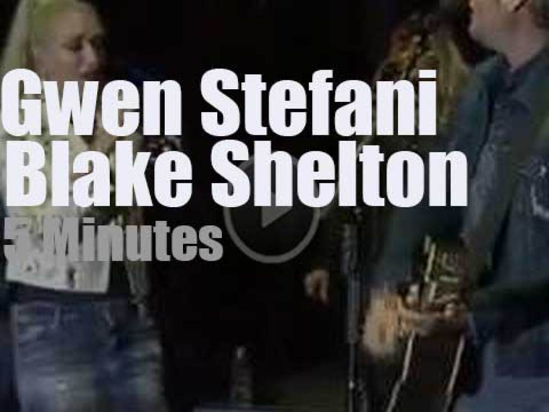 Blake Shelton duets with Gwen Stefani (2017)