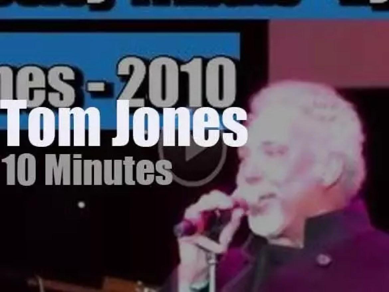 Tom Jones pays tribute to Elvis Presley (2010)