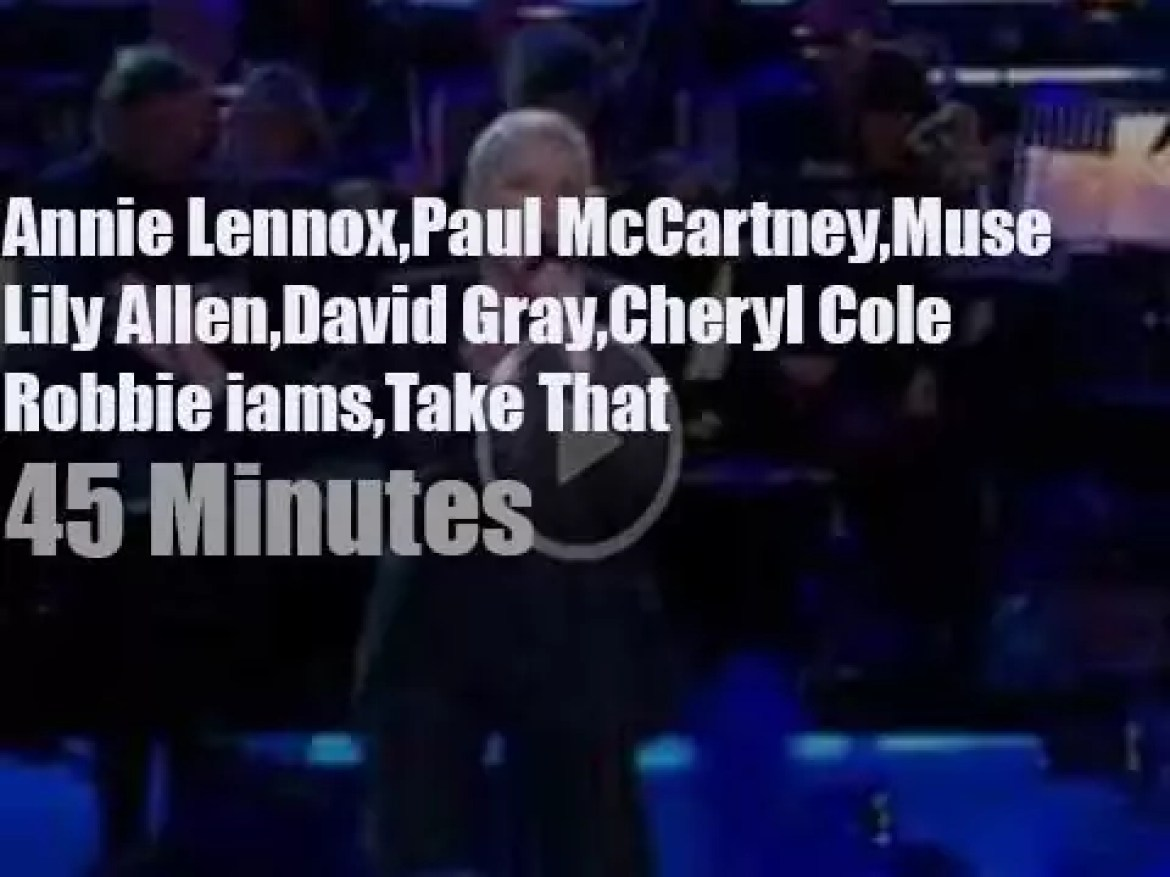 Annie, Paul, Lily et al support 'Children in Need' (2009)