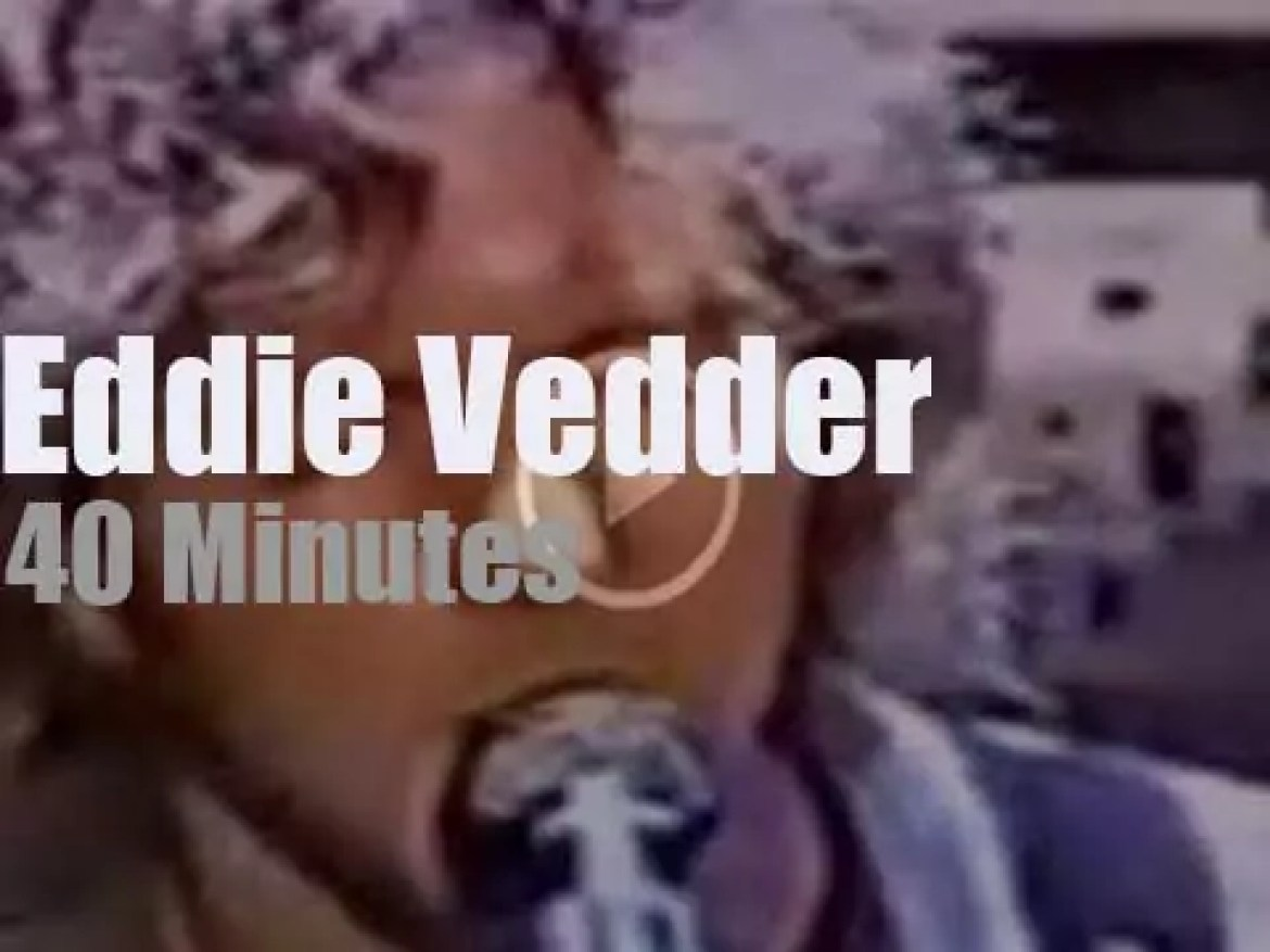 Eddie Vedder opens for The Who (1999)