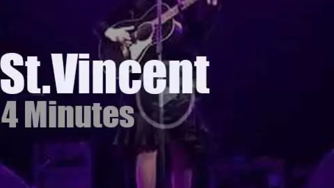 St. Vincent opens for (and covers) RHCP (2019)