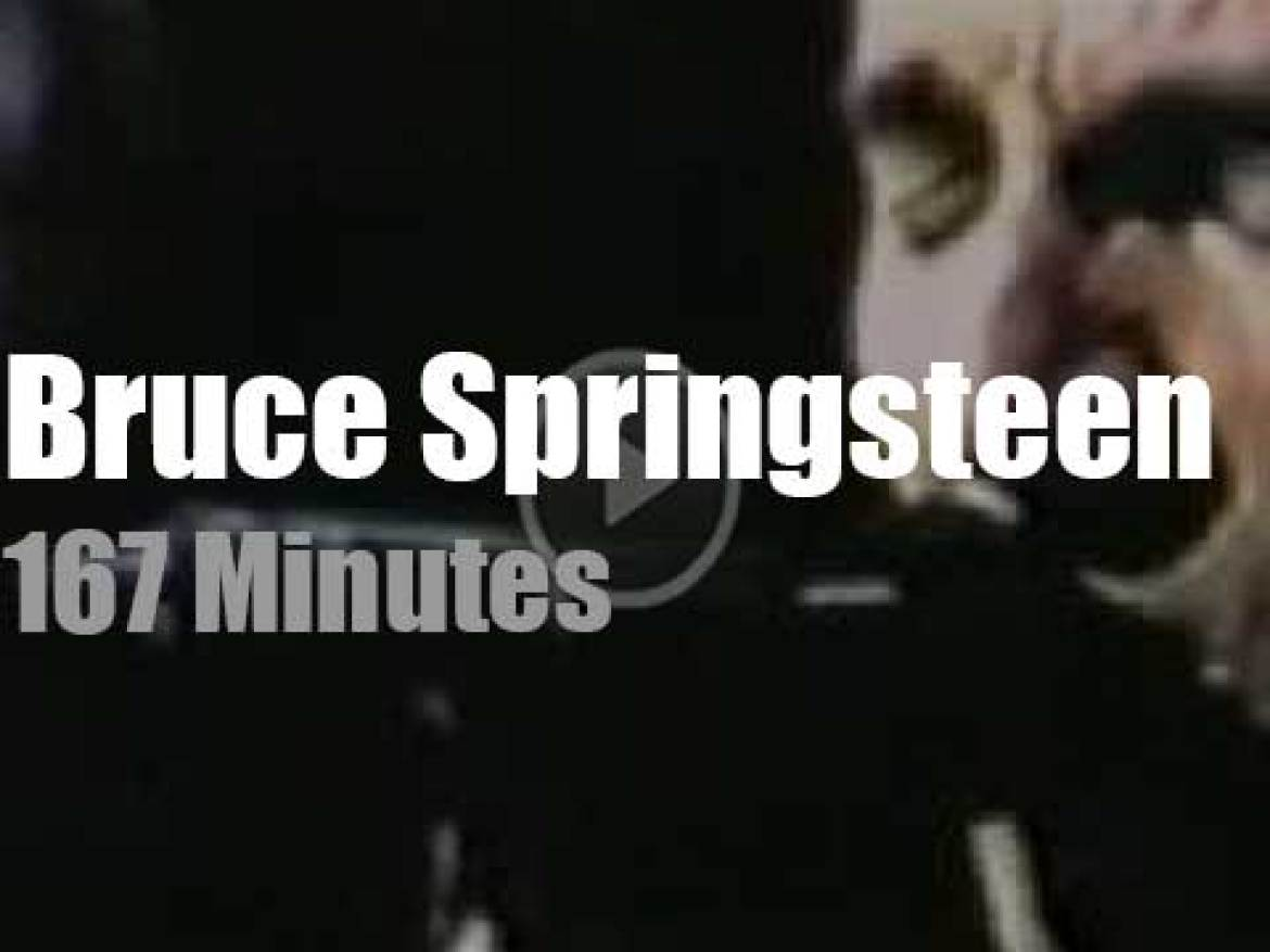 Bruce Springsteen is 'reunited' at MSG (2000)