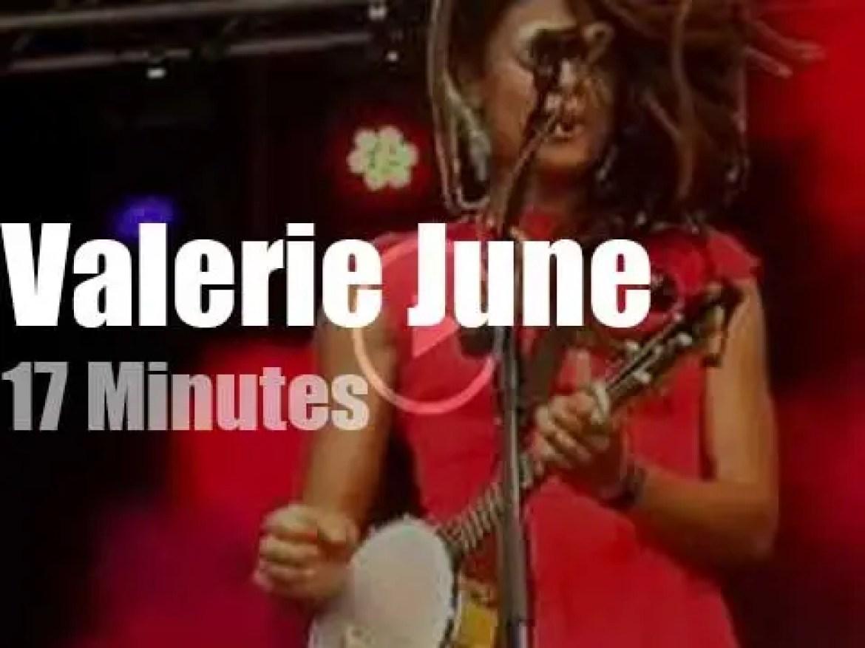Valerie June brings her banjo to Barcelona (2014)