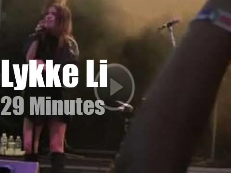 Lykke Li sings at 'Lollapalooza' (2011)