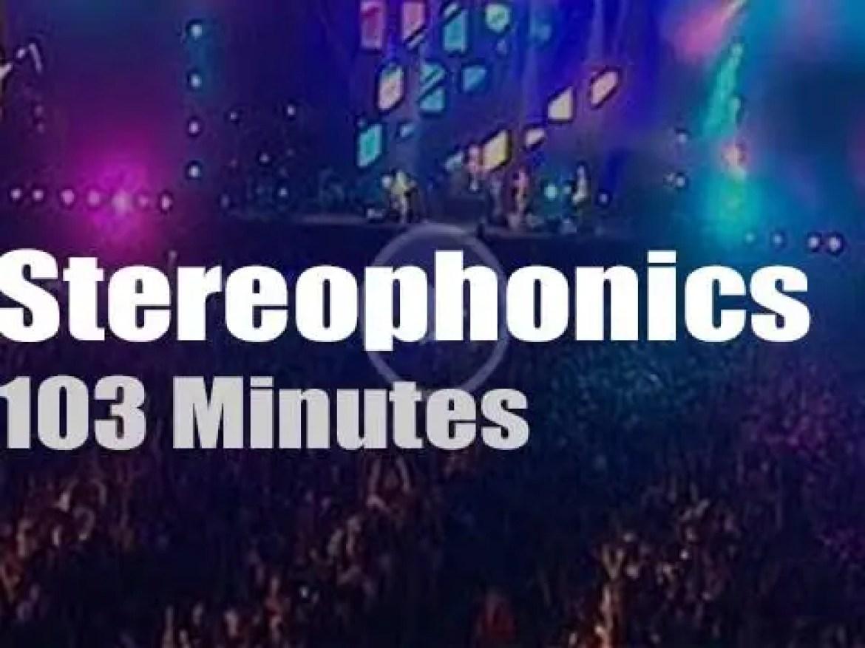 Stereophonics rock Cardiff (2001)
