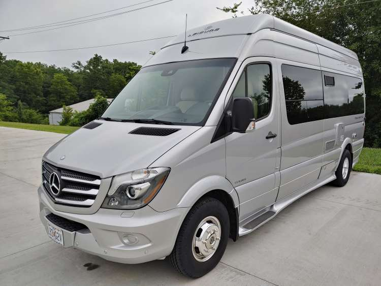 2015 Leisure Travel Van