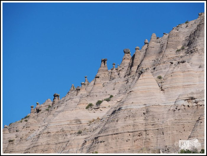 Hoodoos-on-Cliffs