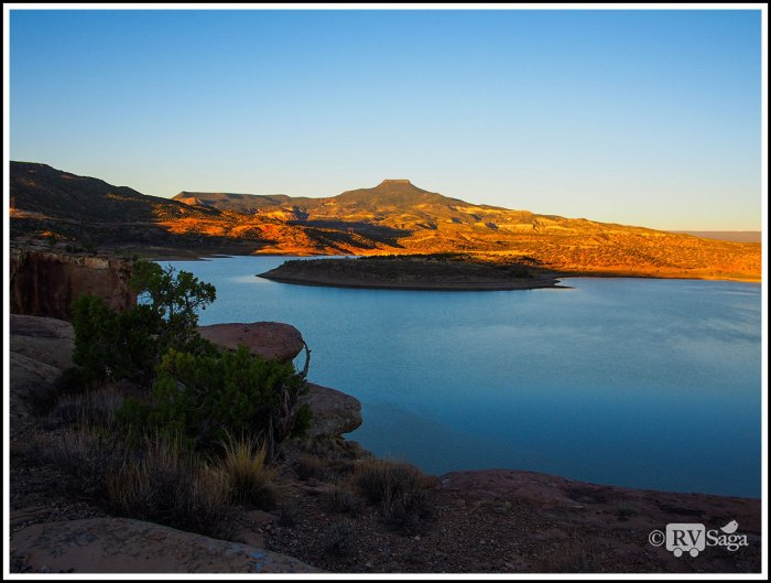 Pedernal-by-Abiquiu-Lake-at-Sunrise