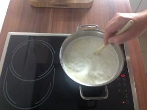 Unter ständigem Rühren weiter kochen lassen