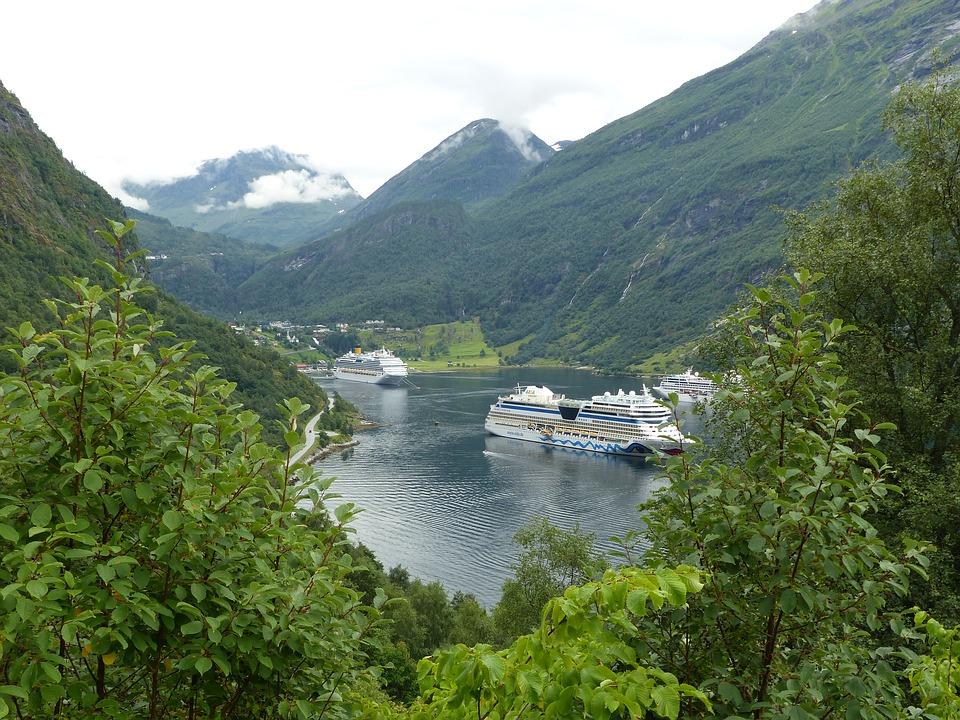 قرية و مضيق جيرانجير : سحر الطبيعة الخلابة في النرويج