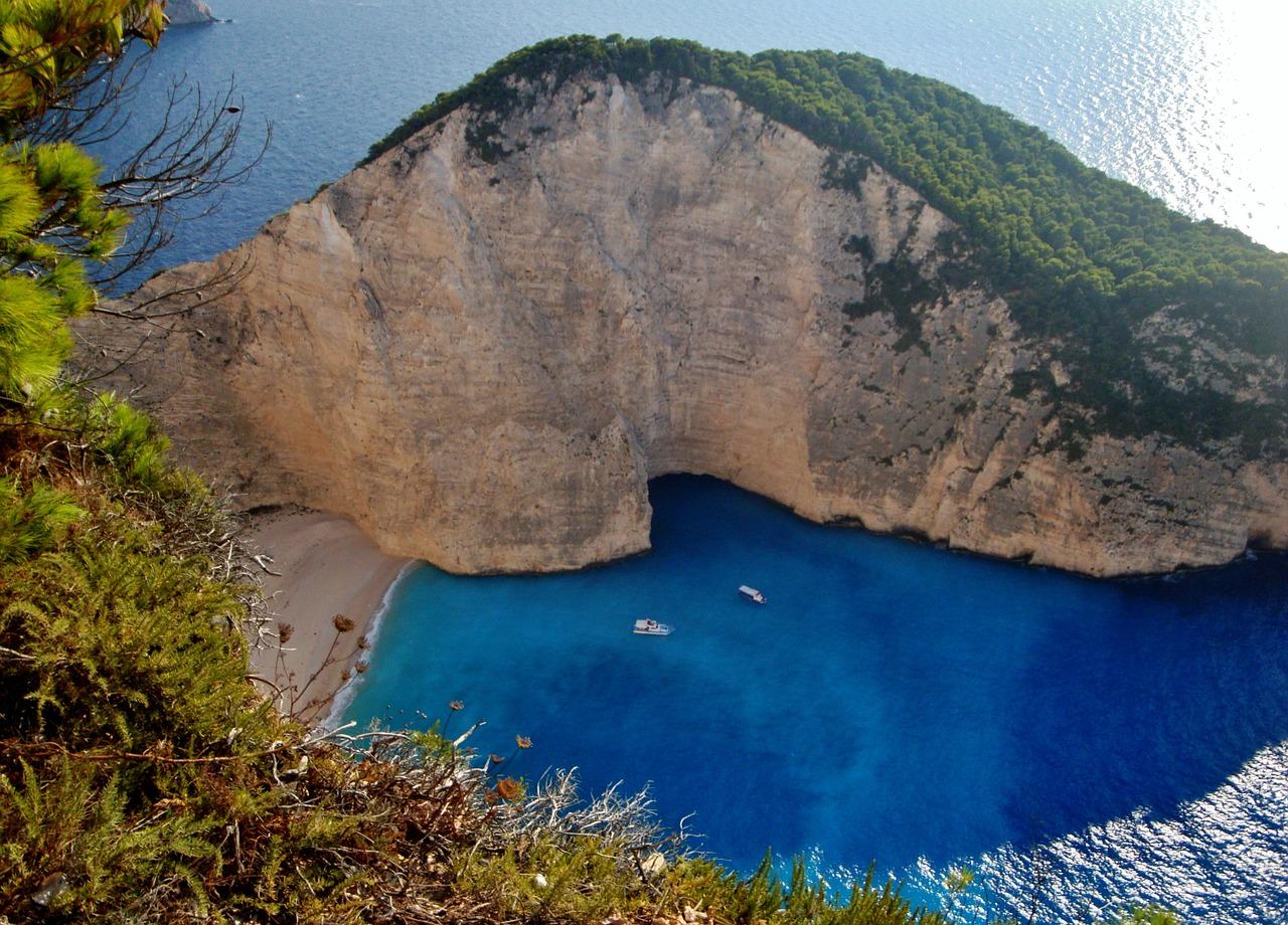 شاطئ نافاجيو في جزيرة زاكينثيوس اليونانية