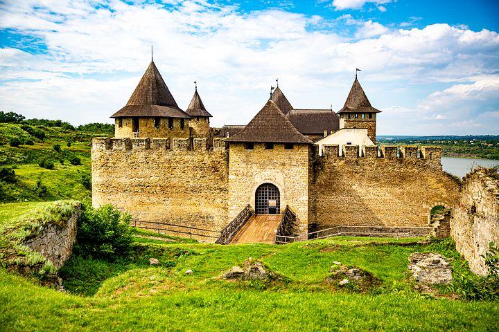 10 قلاع رائعة يجب عليك زيارتها في أوكرانيا