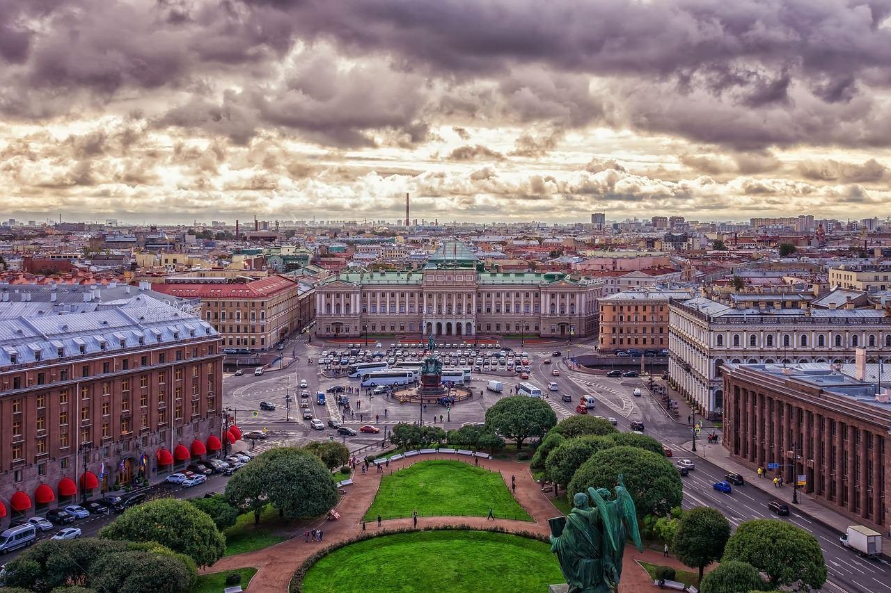 أكثر المعالم إثارة للإعجاب في سان بطرسبرغ