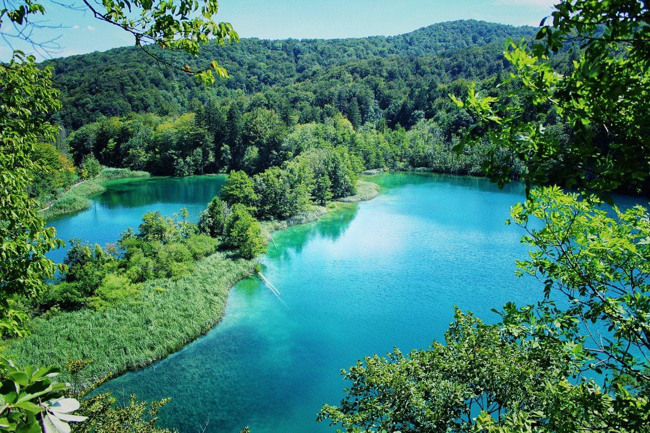 أجمل البحيرات الملونة في العالم