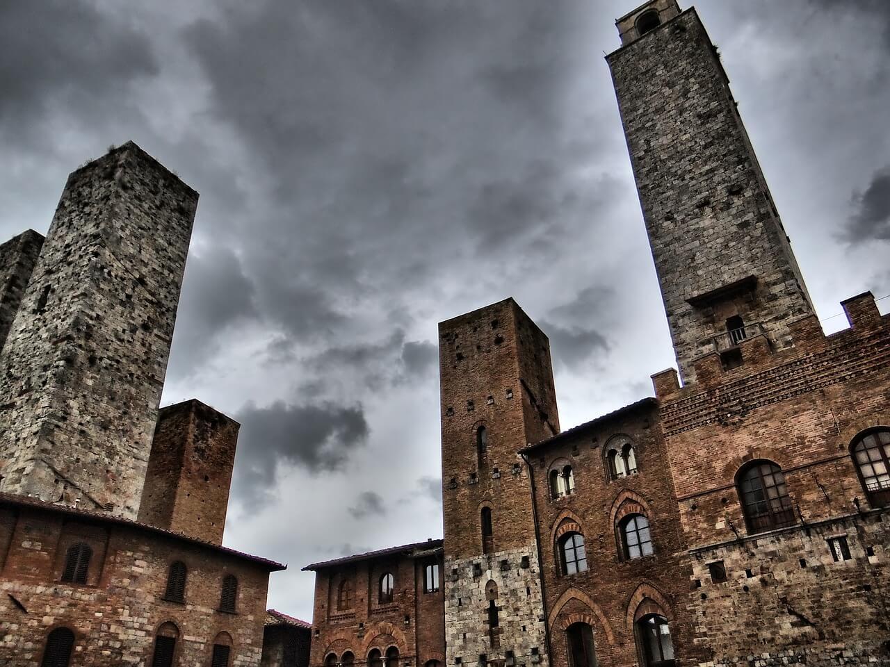 الأبراج القديمة الأكثر شهرة في العالم