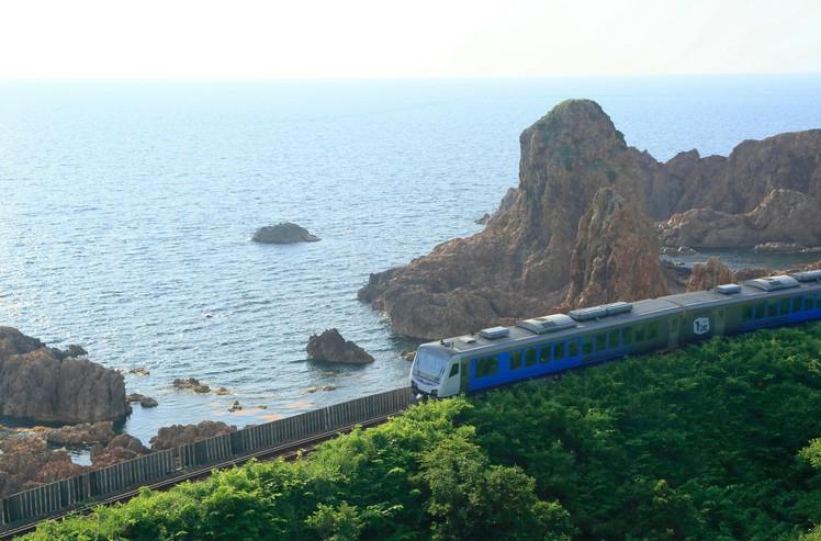5 من أكثر رحلات القطارات ذات المناظر الخلابة في اليابان