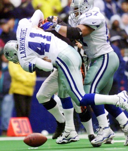 Kareem Larrimore, shown here in a November 2000 game against Cincinnati, struggled at cornerback for the Cowboys, failing to last two season.
