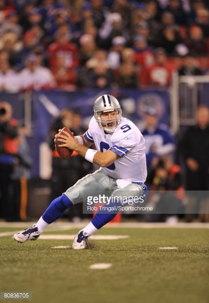 On a day in which the Giants offense controlled the ball for nearly 35 minutes, it was Tony Romo's big-play arm that stole the show. Romo threw for 247 yards and four touchdowns, including two to Terrell Owens, to help the Cowboys break open a tie-game at halftime and win 31-20. With the victory, the Cowboys moved to 8-1 on the season.
