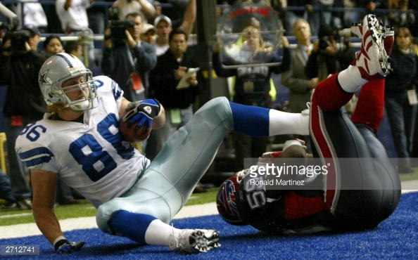 Dan Campbell hauls in a short scoring pass from Quincy Carter in a 10-6 victory over Buffalo in November of 2003. With the win, the Cowboys moved to 7-2 on the season.