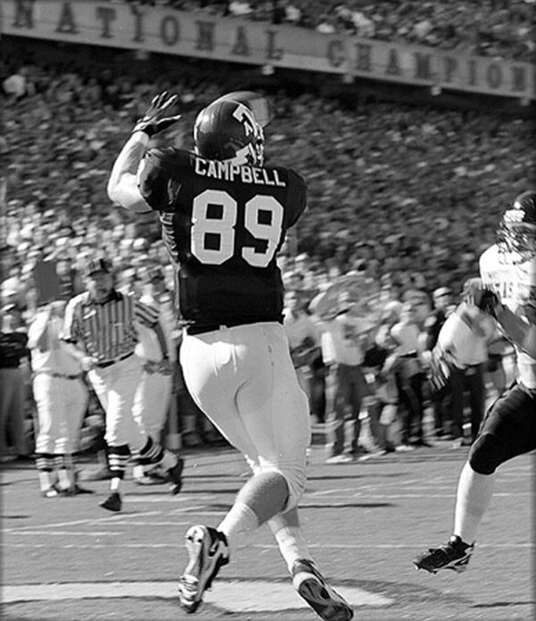 Dan Campbell hauls in a touchdown pass from punter Shane Lechler on a fake field goal in Texas A&M's 17-10 victory over Texas Tech in 1998.