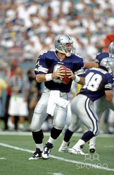 Dallas quarterback Troy Aikman had one of his finest days against his former coach, completing 33-of-41 passes for 363 yards and 3 touchdowns.