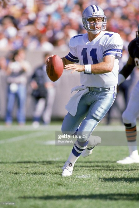 In his first extended action of the 1988 season, Danny White passed for 242 yards in relief of Steve Pelluer, but couldn't lead the Cowboys past Chicago.