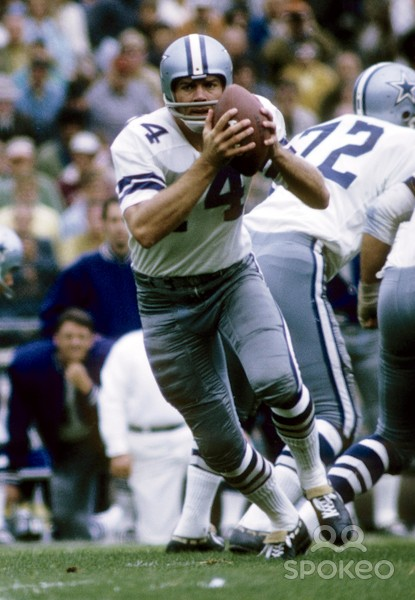 While subbing for the injured Don Meredith, Dallas QB Craig Morton torched the Steelers in Week 6 of the 1967 season, passing for 256 yards and three touchdowns on just 12 completions.