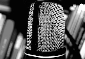 transformational-storytelling-microphone