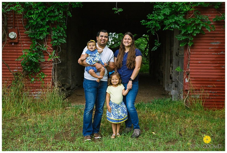 springtime farmhouse barn family shoot_0643.jpg