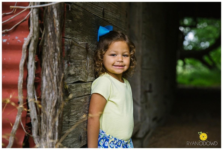 springtime farmhouse barn family shoot_0648.jpg