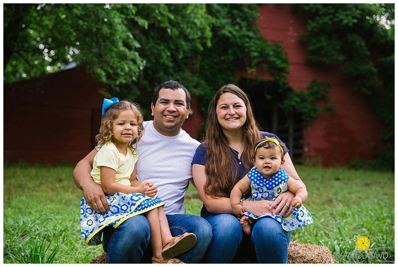springtime farmhouse barn family shoot_0662.jpg