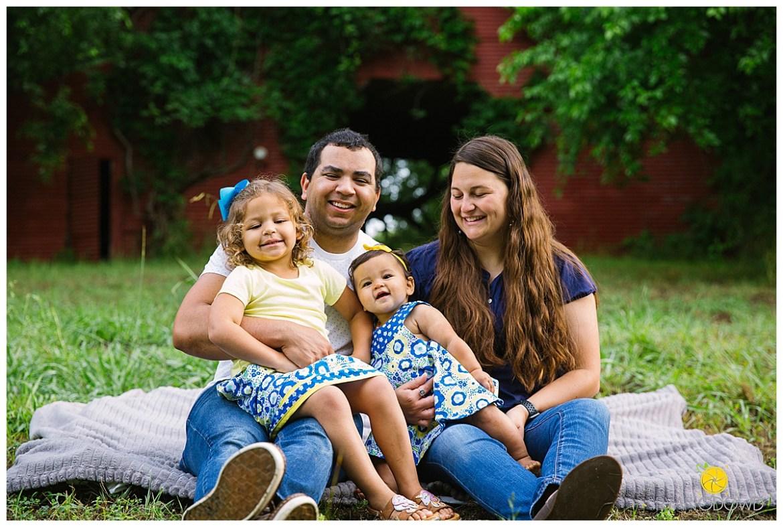 springtime farmhouse barn family shoot_0668.jpg