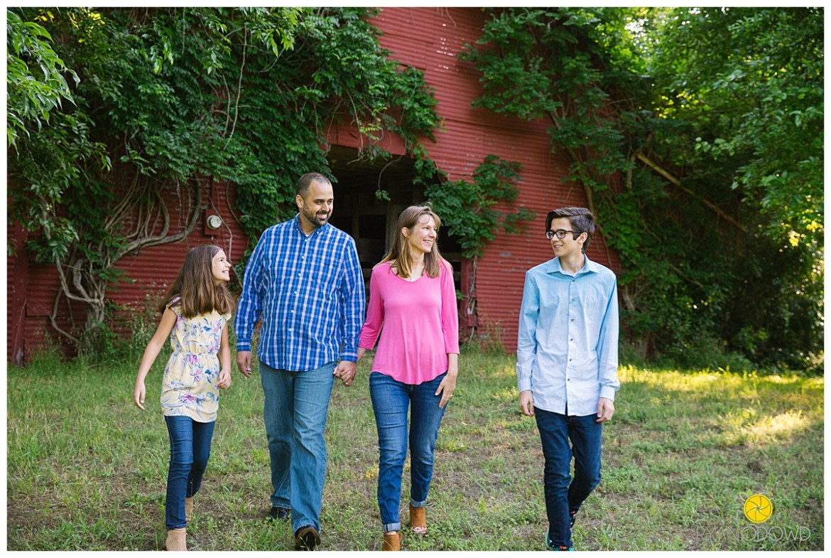 summertime barn family session_0727.jpg