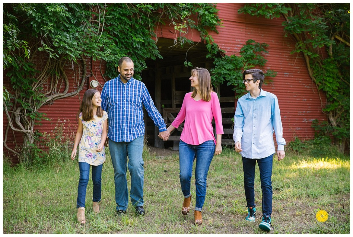 summertime barn family session_0729.jpg