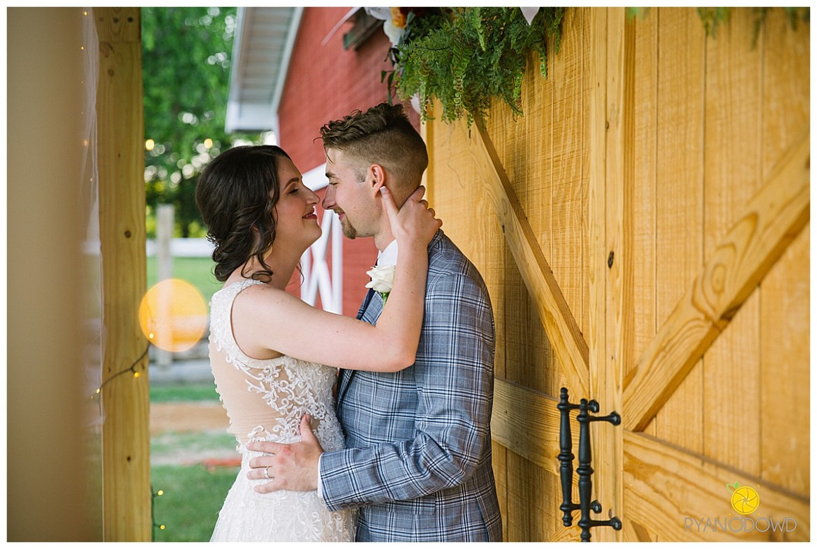 summertime red barn wedding_0755.jpg