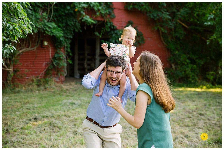 red barn summer family portraits_1465.jpg