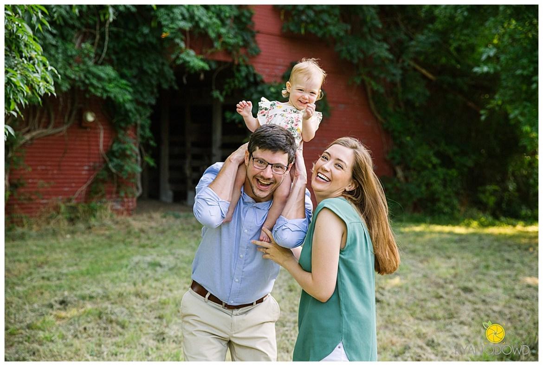 red barn summer family portraits_1466.jpg