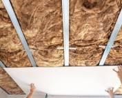 Řešíte stropy ze sádrokartonu. Přečtěte si důležité informace, než se do nich pustíte.