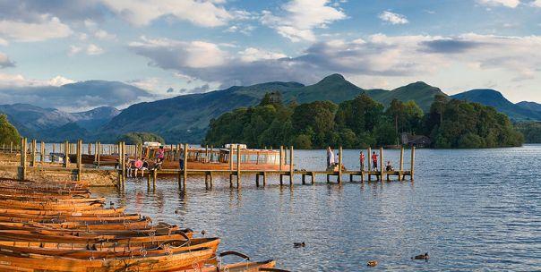 800px-Derwent_Water,_Lake_District,_Cumbria_-_June_2009