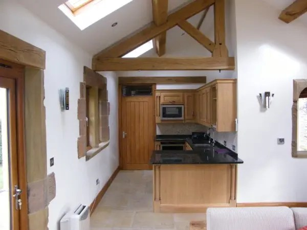 An image of an oak kitchen that was manufactured to the customer's own specification.
