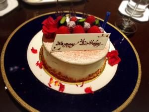 リッツカールトン大阪ロビーラウンジお誕生日ケーキ