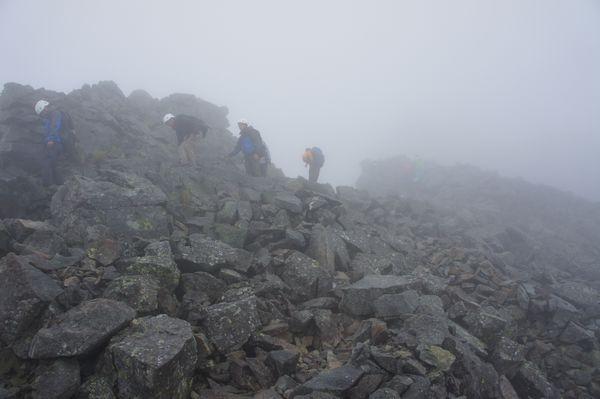 奥穂高岳山頂への道