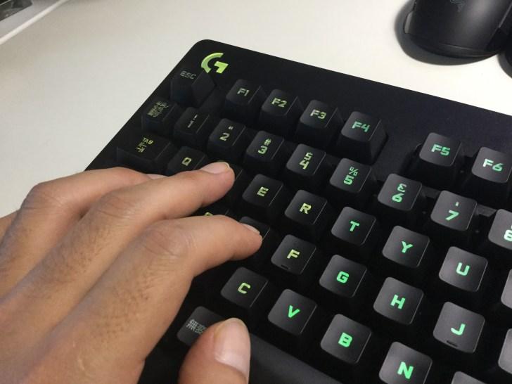 G213 ゲーミングキーボード 打鍵感