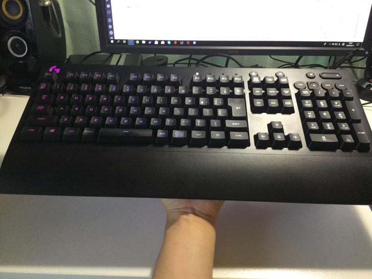 G213 ゲーミングキーボード 重量